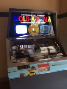 Mold-O-Rama at the Brookfield Zoo